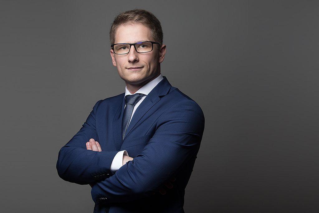 mężczyzna zdjęcie biznesowe