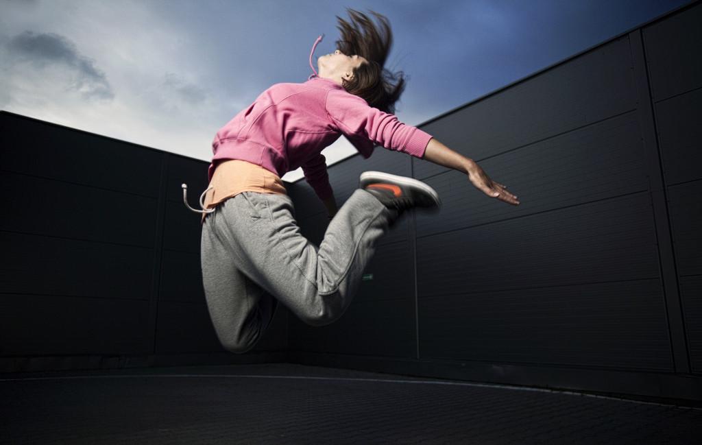 gest w fotografii skok